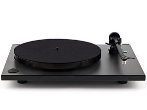 Rega RP 1 turntable with Carbon cartridge
