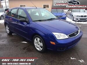 2005 Ford Focus ZX5 HATCH...SUNROOF...AUTO...HEATED SEATS  - loc