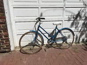 STUNNING VINTAGE Raleigh Ladies Bicycle - Antique