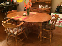 Solid Maple Dining Table w/extensions & 4 Chairs w/Cushions