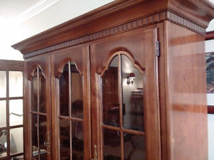 Solid cherry wood china cabinet - excellent condition Kitchener / Waterloo Kitchener Area image 3
