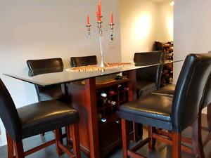 Table en bois massif et verre trempé avec cellier intégré