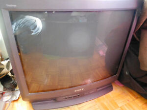 Sony Trinitron 27 Inch with Remote/ Excvellent Condition