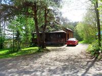 Chalet magnifique avec foyer -forêt- calme, lac privé 200  âcres
