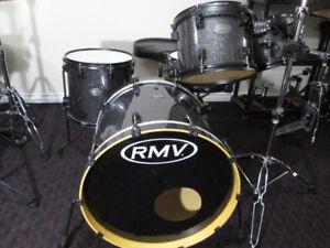 RMV Brazilian, Bapeva Hardwood shells. Like New Condition.