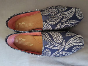 Toms, size 7, brand new!