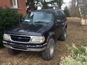 Ford Explorer sport on 33s. Great in the mud!