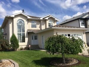 6 BEBROOMS 4 BATHROOMS HOUSE FOR LEASE  APRIL 1/2018