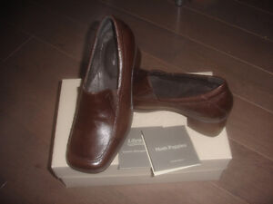 Soft Style by Hush Puppies Women's Libra Sole - New With Box