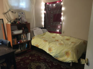 Westdale Room, 3 Minutes from McMaster University