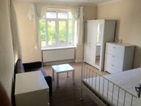 Double Room for 2 people- Students welcome MDX Hendon Golders Green