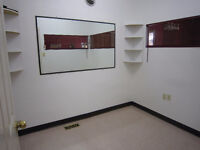 HAIRSALON ROOM RENTAL AVAILABLE-STRATHROY