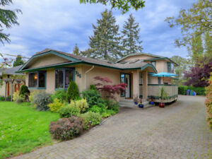 Premier 3 Bed, 3 Bath Home in Gorge Area