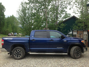 REDUCED $ 2014 Toyota Tundra 5.7 SR5 Crewmax Pickup Truck