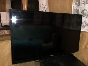 "32"" Samsung Flat Screen tv with mounting arm"