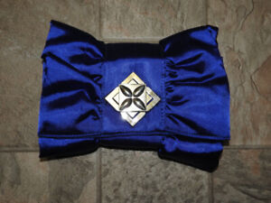Royal blue LE CHATEAU clutch (only $5!)