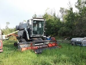 GLEANER COMBINE SELF PROPELLED