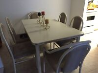 Table w/leaf and 6 chairs