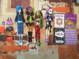 Monster High Scaremester Set w/ Original Invisibilly Christmas