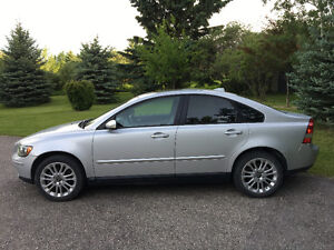 2006 Volvo S40 T5 AWD - Low KM, Well-maintained
