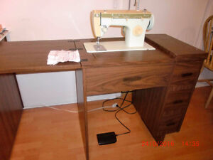Sewing machine a coudre Singer modele:252