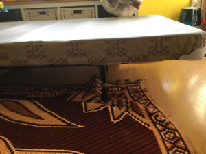 Twin bed box with extendable frame
