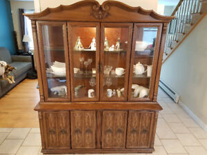Large wooden Deilcraft China cabinet and hutch