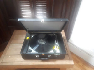 Electrohome Portable Vinyl Player with USB plug-in