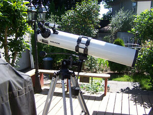 "4.5"" reflecting telescope made by MEADE"