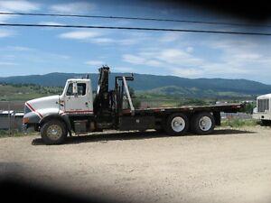 1990 International crane truck