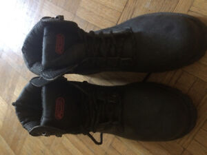 Men's size 8 work boots, brand new