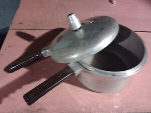 Pressure cooker pot Windsor Region Ontario image 1