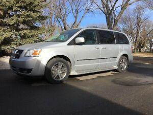 2010 Dodge Caravan SXT Minivan, Van