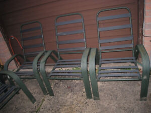 4 Outdoor Chairs, no cushions in good condition, no cushions