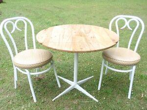 petit set cuisine a 2 panneau rabattable ,2 chaises et livrer mt