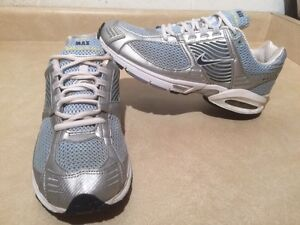 Women's Nike Zoom Max Air Running Shoes Size 10 London Ontario image 1