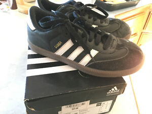 Adidas Samba size 3 indoor soccer shoes
