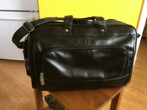 EUC Mancini All Leather Duffle Travel Overnight Carry on Bag