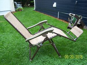 Meubles terrasse jardin dans l vis maison ext rieur for Chaise 0 gravite