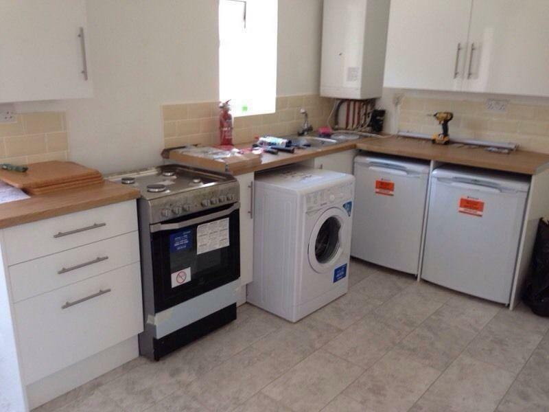 GROUND FLOOR 3 BED FLAT TO RENT IN PLAISTOW! FULLY FURNISHED WITH A GARDEN. CLOSE TO PLAISTOW ST