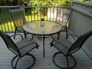 "42"" ROUND PATIO TABLE AND FOUR CHAIRS"