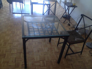 Belle table balcon/terasse + 2 chaises 90 dollars
