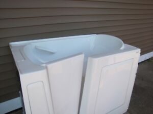 Walk-in Bath tub