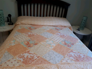 King Size Coral Quilt plus 2 shams