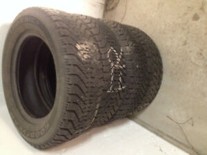 4 winter tires/ pneaus d'hiver P185/65R14 negotiable