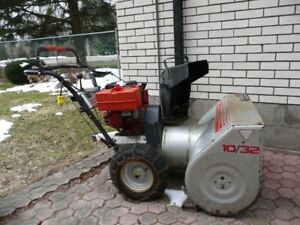 VERY GOOD SNOWBLOWER