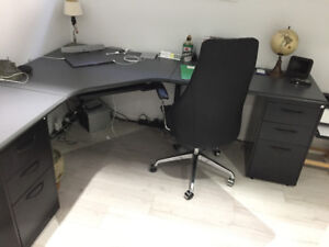 Office desk with 2 filing cabinets