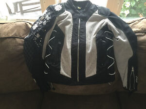 Small scorpion mesh motorcycle ( with liner) jacket.  Will fit 6