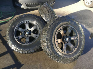Super beau mags Fuel Beast 18'' avec pneu All-Terrain Ford F150