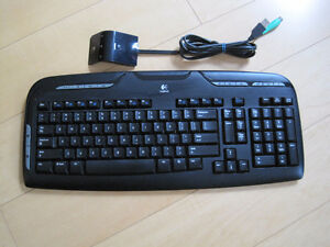 DESKTOP WITH MONITOR, KEYBOARD AND MOUSE
